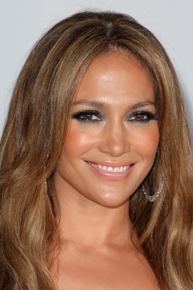 Maquillage de Jennifer Lopez : un smoky eye gris