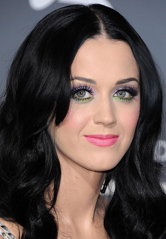 Maquillage de Katy Perry : des fards à paupières violet et vert