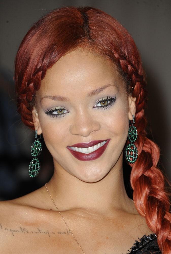 Maquillage de Rihanna : un smoky eye kaki