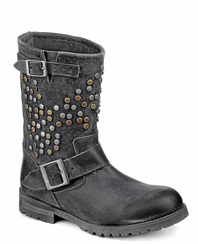 Boots cloutés, Buffalo 164 €