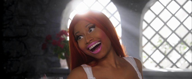 "Nicki en Blanche Neige rousse dans son clip ""Va Va Voom"""