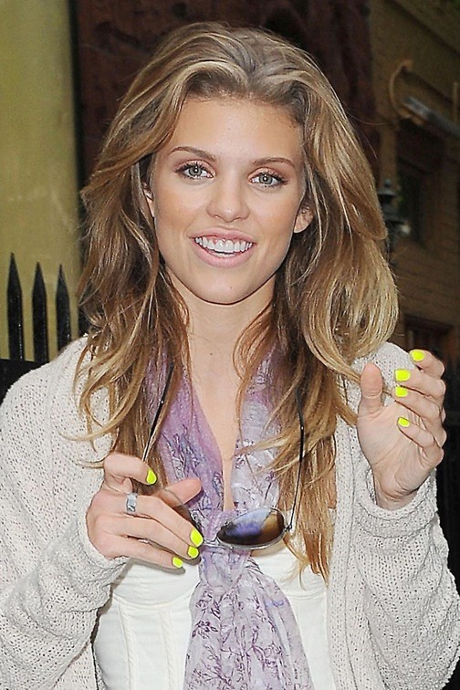 AnnaLynne McCord, jaune et jolie !