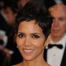 Oscars 2011 : la coiffure cheveux courts de Halle Berry