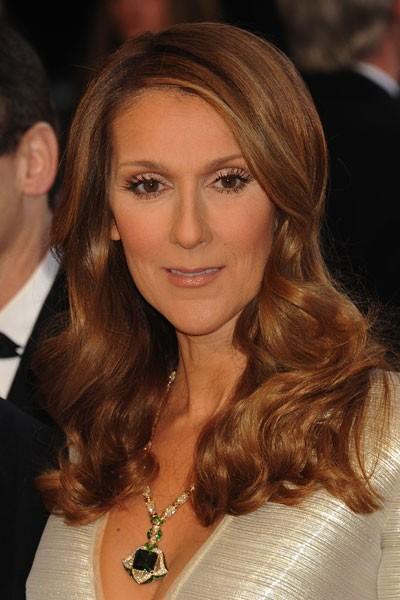 Oscars 2011 : la coiffure cheveux wavy de Céline Dion