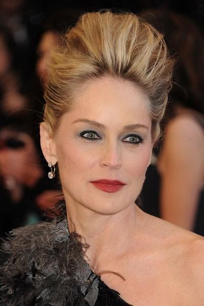 Oscars 2011 : la coiffure chignon de Sharon Stone