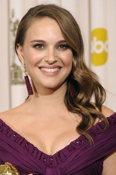 Oscars 2011 : la coiffure rétro cheveux bouclés de Natalie Portman