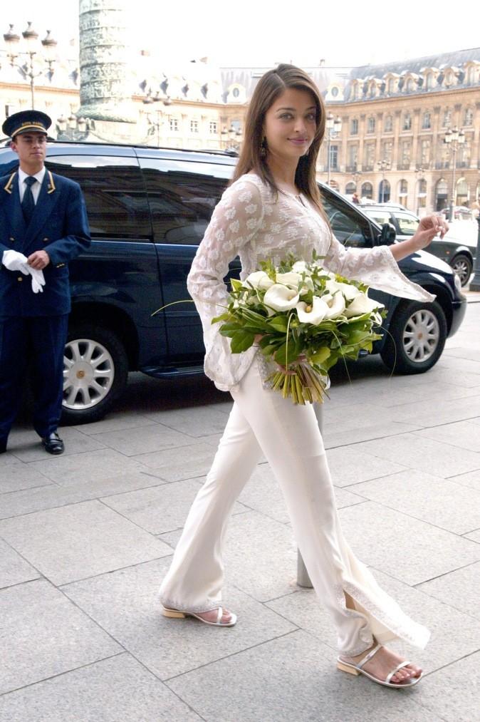 A Paris, elle opte pour un look 100% white !