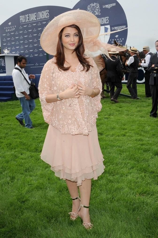 En juin 2011, elle se cache sous des vêtements amples !