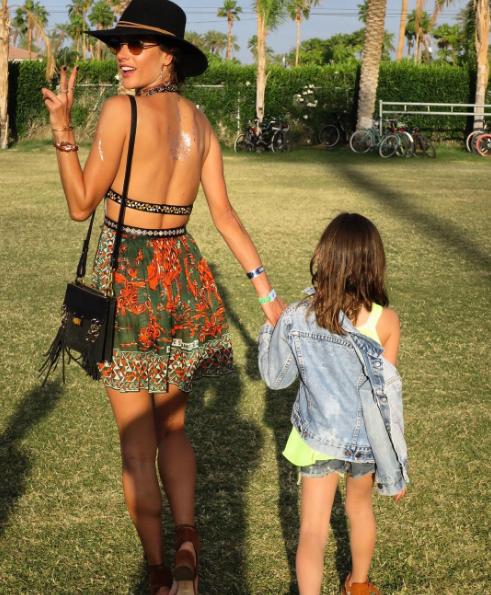 Alessandra Ambrosio et sa fille au festival de Coachella