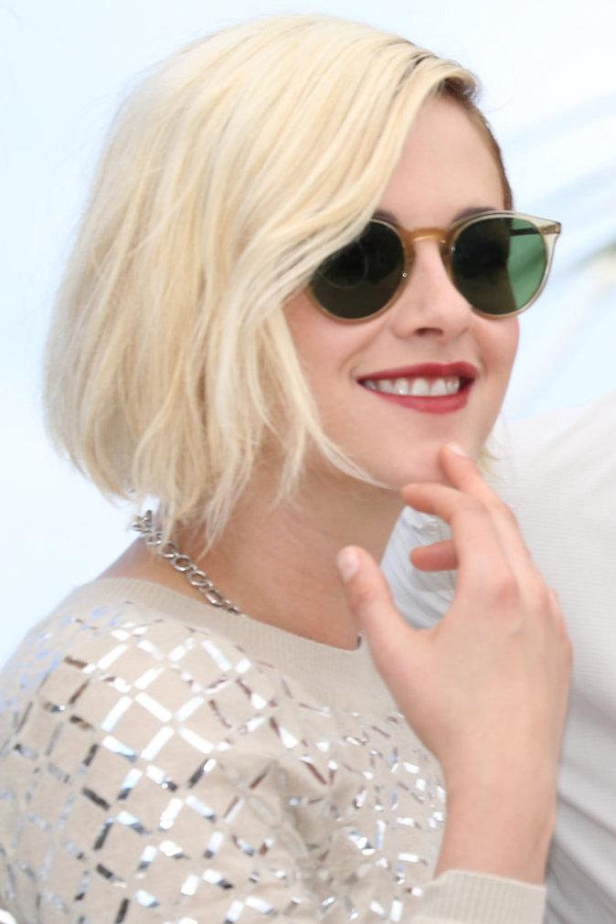 """Kristen Stewart en Chanel pour le photocall du film """"Personal Shopper"""" à Cannes"""