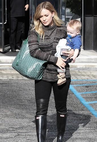 Hilary Duff a du mal à perdre les kilos de sa grossesse 9 mois après la naissance de son fils Luca.