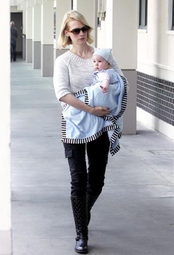 January Jones 5 mois après la naissance de son fils Xander Dane.