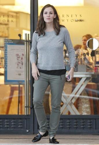 Jennifer Garner a du mal à retrouver la ligne 2 mois après la naissance de son 3eme enfant, Samuel.
