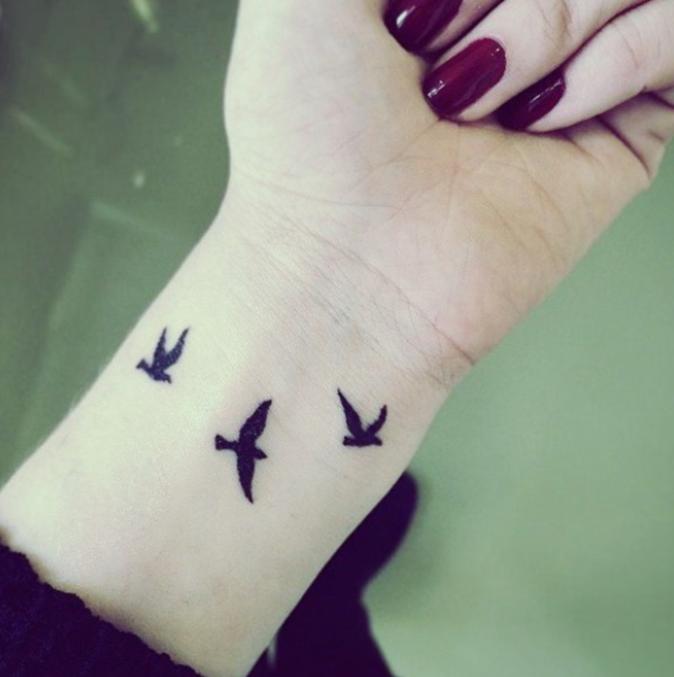 Tatouages pour le poignet : des petits oiseaux