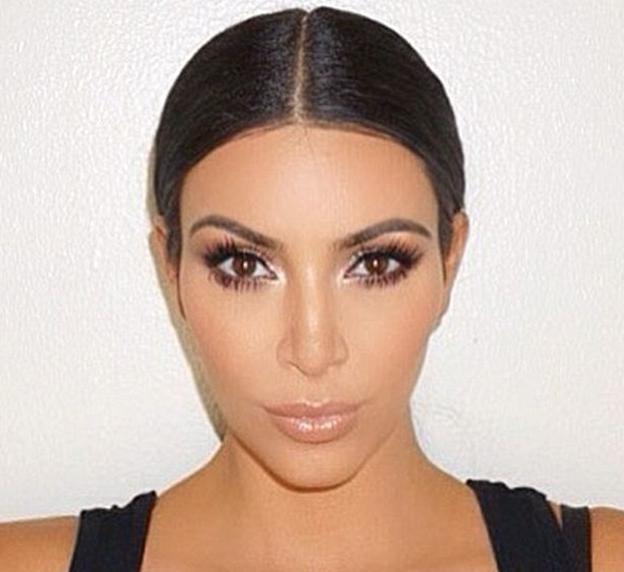 Kim Kardashian avec le contouring by Mario Dedivanovic