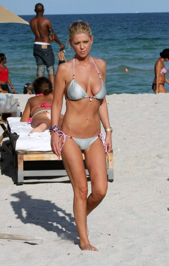 Photo : cherchez la cellulite chez Tara Reid...