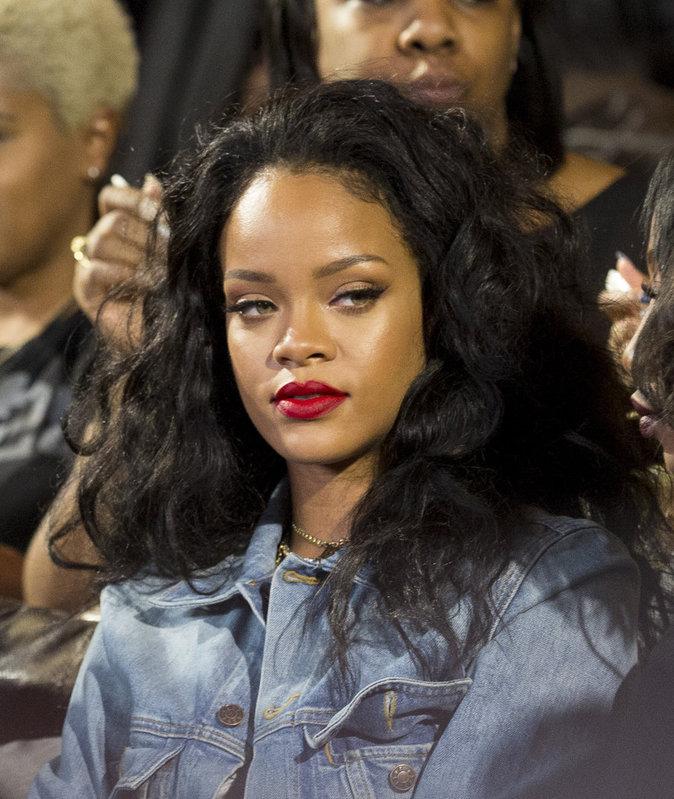 La bouche rouge de Rihanna