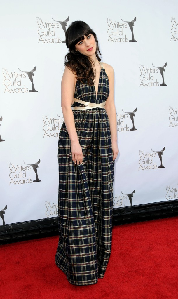 Zooey Deschanel sur tapis rouge