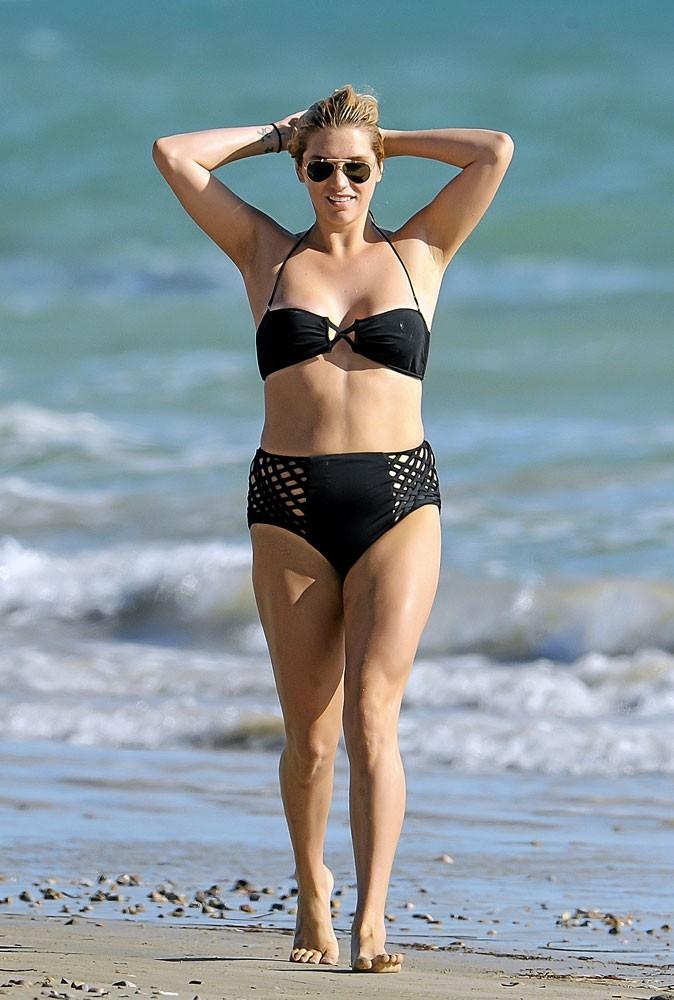 Produits minceur : Kesha le sex-symbol fait relâche à la plage !