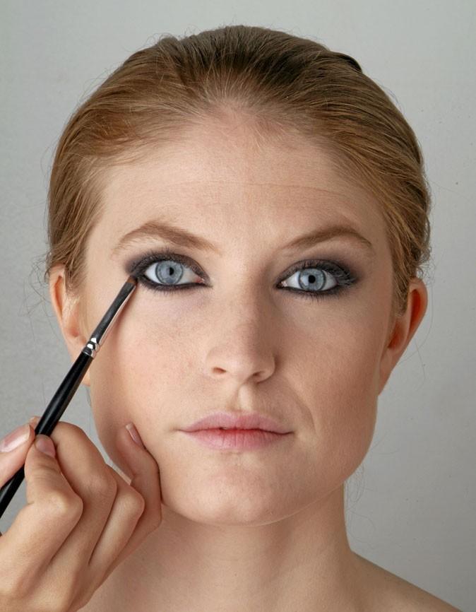 Smoky eyes, mode d'emploi: avec un pinceau plus fin
