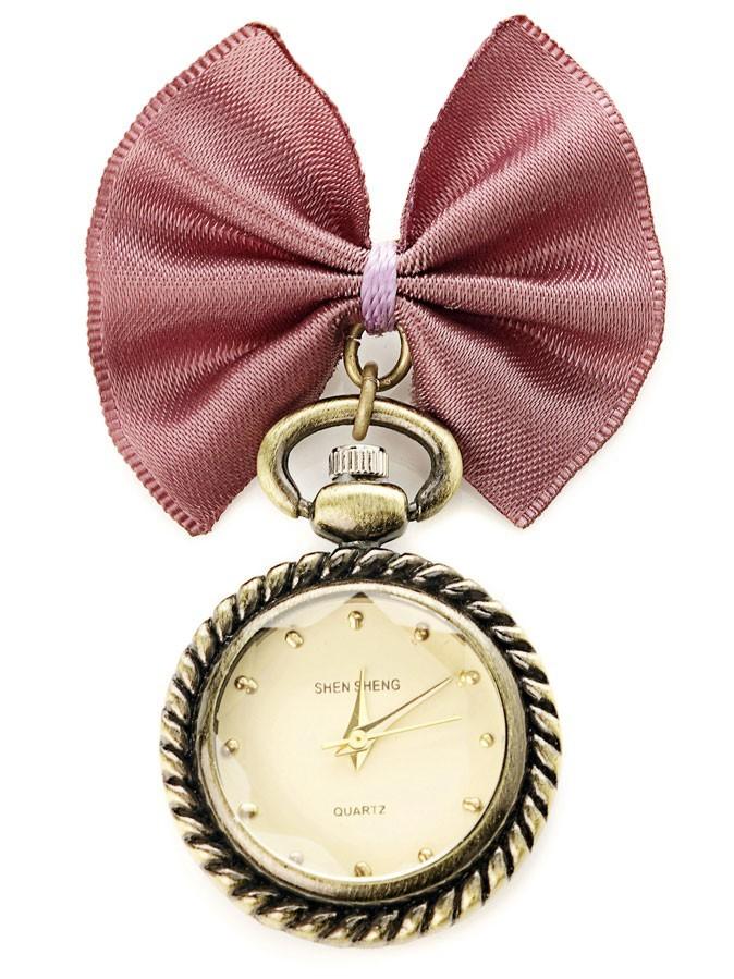 Toujours à l'heure avec cette petite montre à gousset tendance. Breloque montre, Accessorize 21,50€