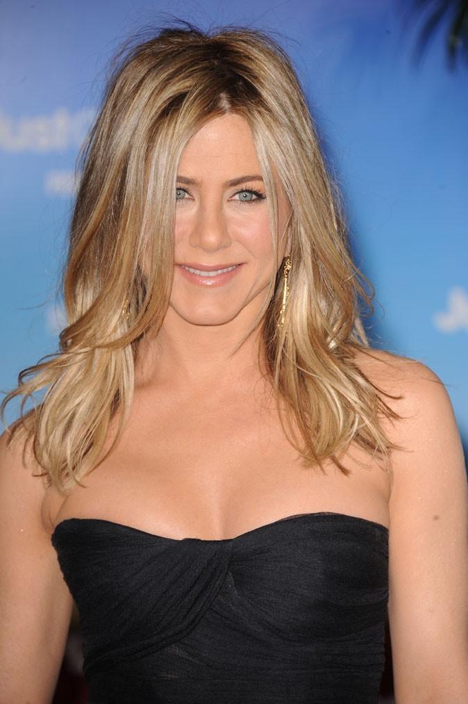 Spécial seins : le décolleté pulpeux de Jennifer Aniston