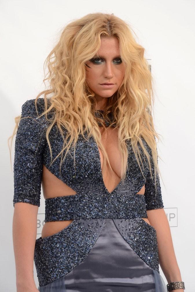 Spécial seins : le décolleté pulpeux de Kesha