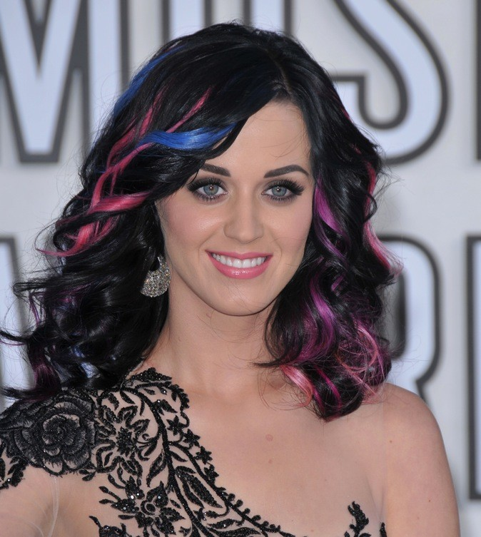Katy Perry préfère le mélange bleu/rose !
