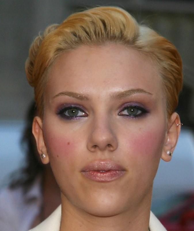 Même Scarlett a des boutons!