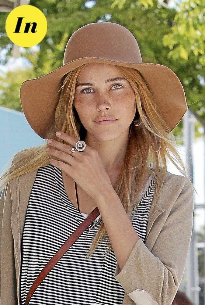 Les tendances beauté été 2011 : les pommettes réchauffées d'Isabel Lucas