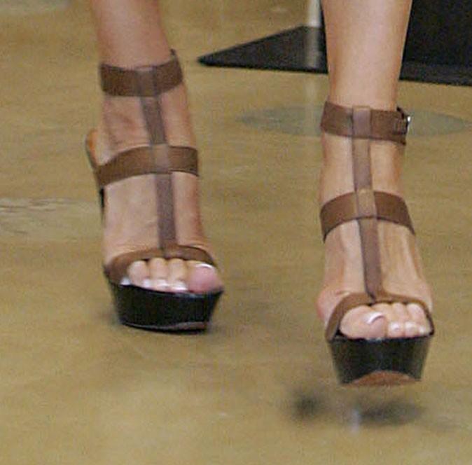 Des sandales à talons en cuir !