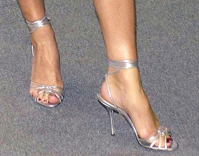 Variation : on rajoute une sangle sur la sandale argentée !