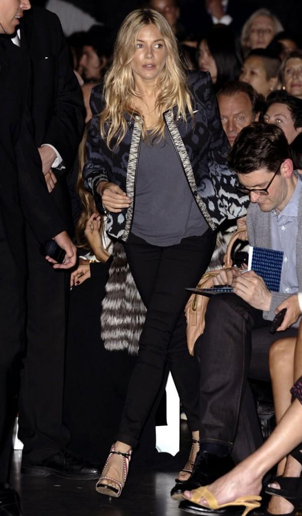 Fashion Week de Londres : Sienna Miller au défilé Matthew Wiliamson !
