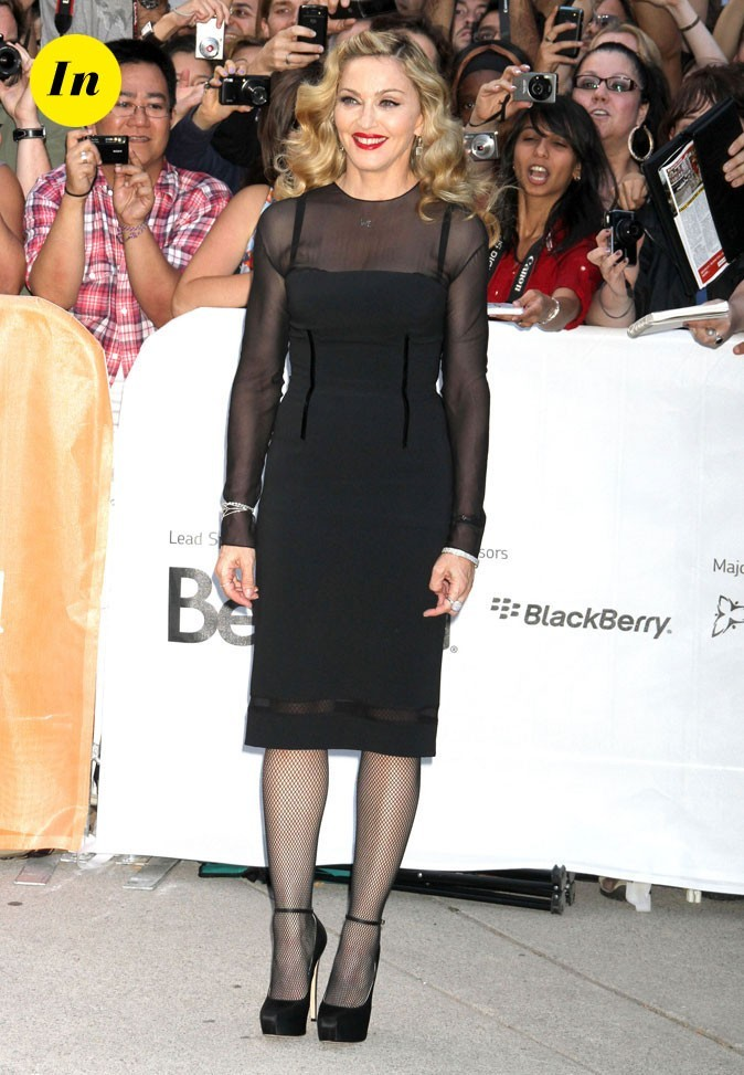 Festival du film de Toronto 2011 : la robe noire droite et le décolleté voilé de Madonna !