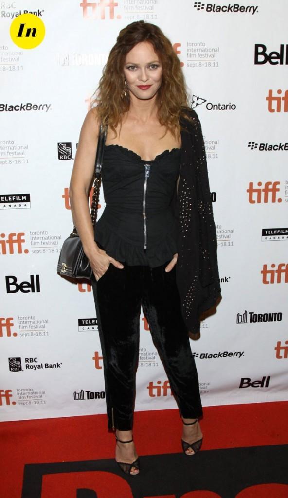 Festival du film de Toronto 2011 : le bustier et pantalon carotte noir de Vanessa Paradis !