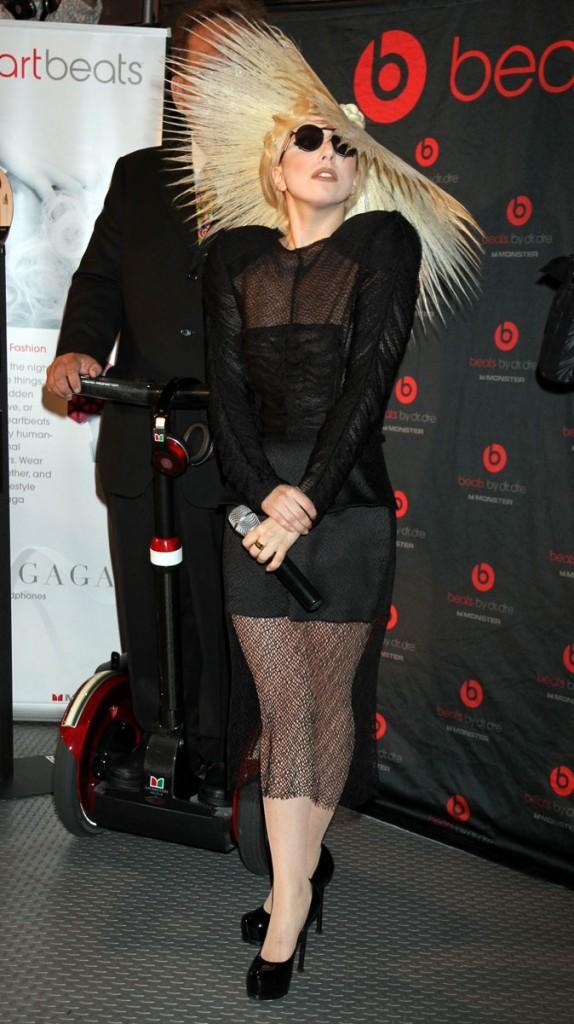Look de Lady Gaga : son chapeau cheveux janvier 2010