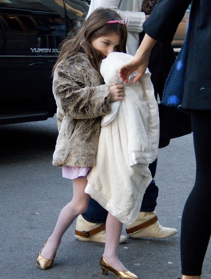 Suri Cruise sort le manteau en fourrure !