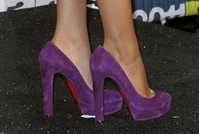 Des chaussures à talons en daim violet