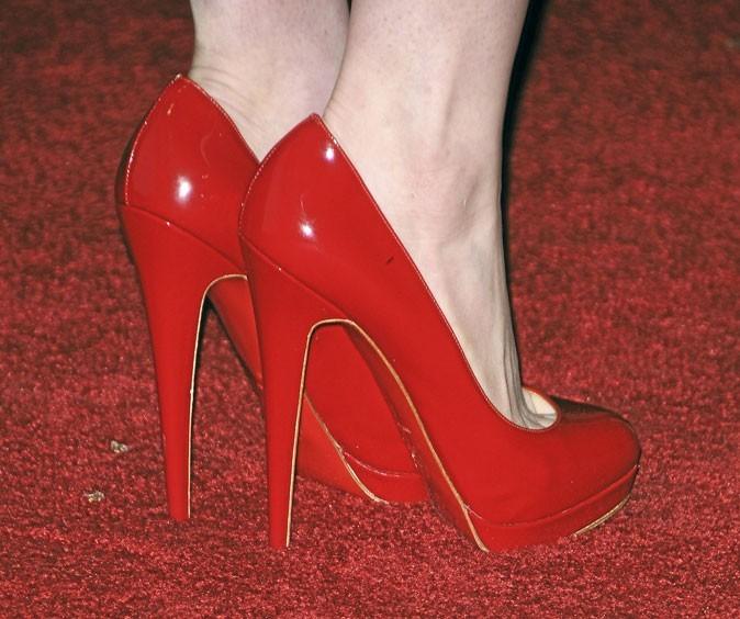 Des chaussures à talons rouges vernies