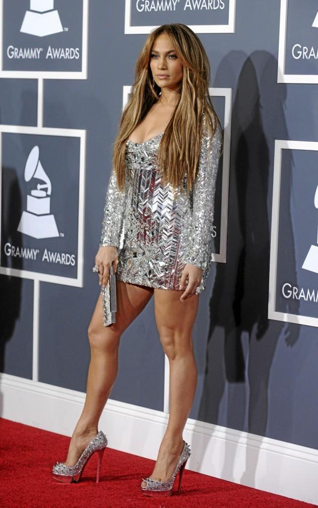 Jennifer Lopez perchée sur des chaussures à talons piquantes