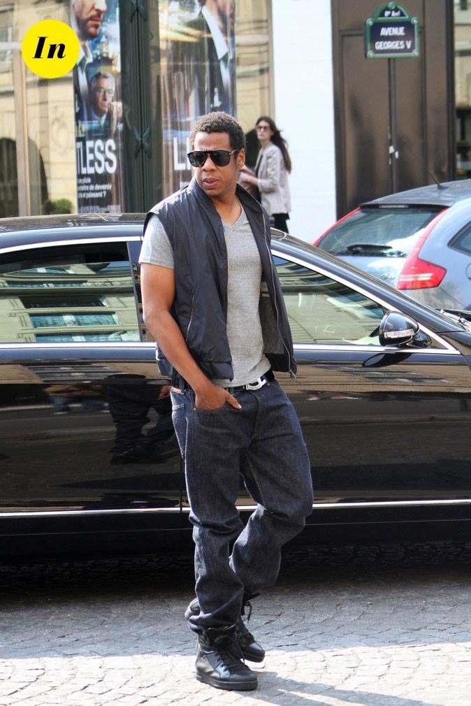 """Jay-Z : Veste sans manche, lunettes et Nike Air """"Niggas in Paris"""""""