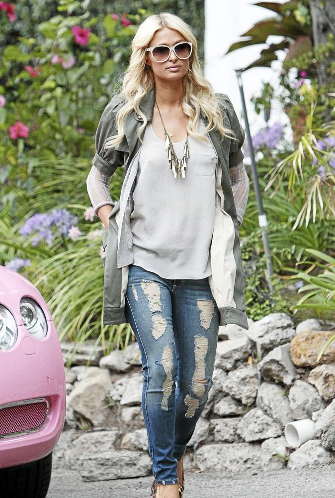 Le jean troué de Paris Hilton