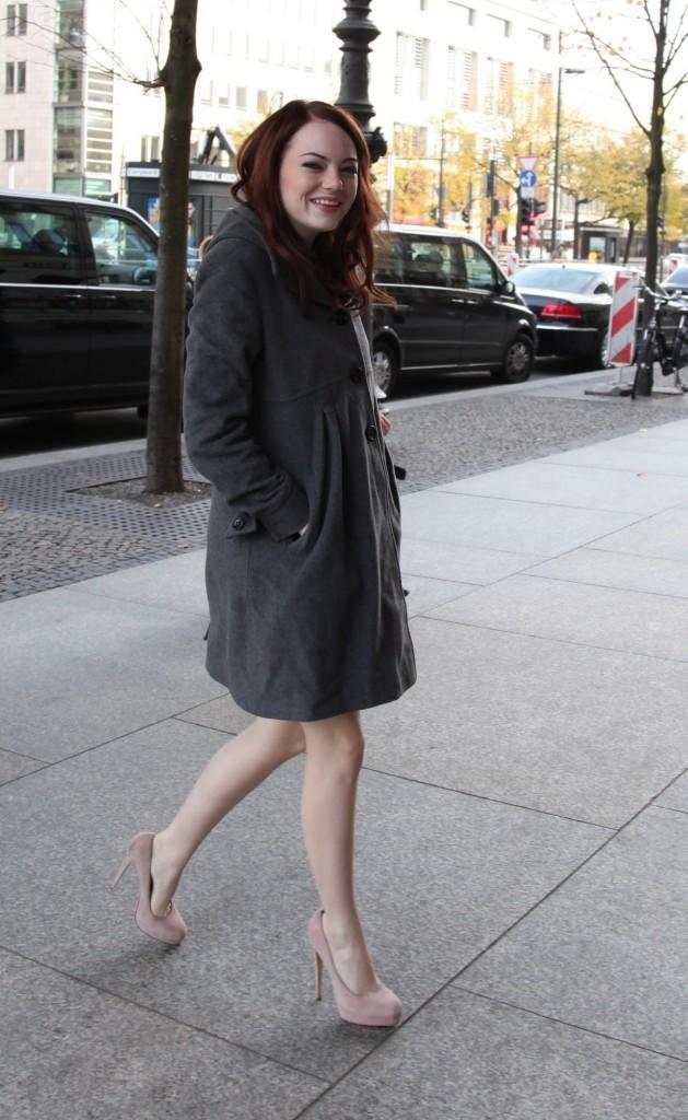 2010: manteau gris et chaussures rose, stylée à souhait !