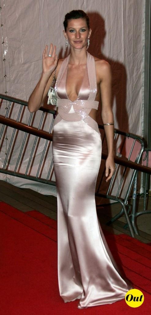 Une robe satinée trop kitsch !