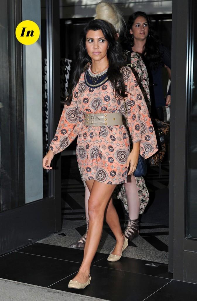 2011: Kourtney rentre dans son hôtel après une énième session shopping !
