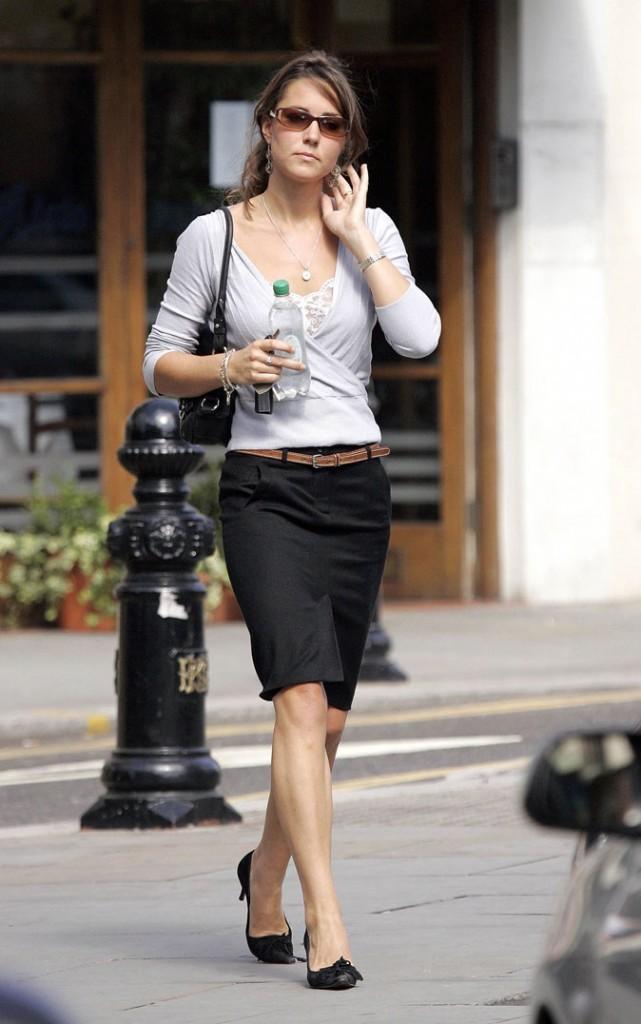 Look de star : l'ensemble jupe + cardigan chic de Kate Middleton en septembre 2006