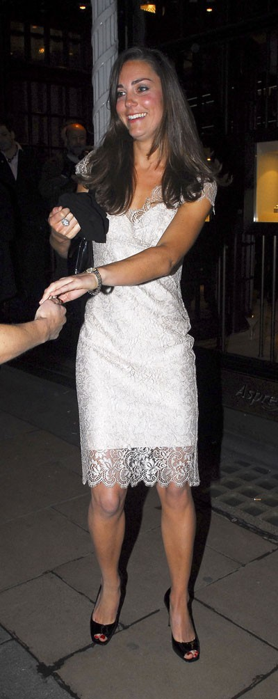 Look de star : la robe dentelle blanche de Kate Middleton en mai 2007