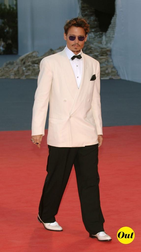Look de Johnny Depp : costume bicolore et noeud pap en 2007