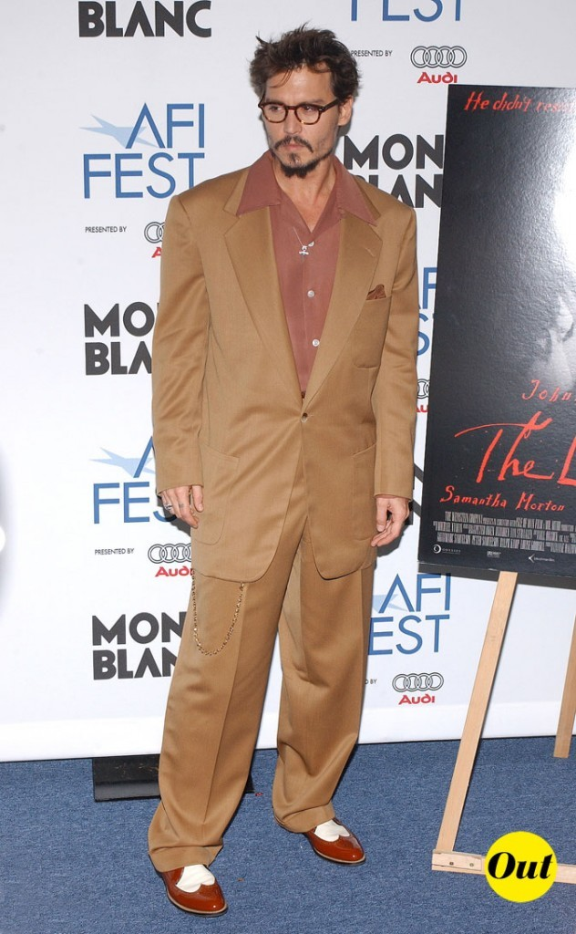 Look de Johnny Depp : costume marron et derbies vernies en 2005
