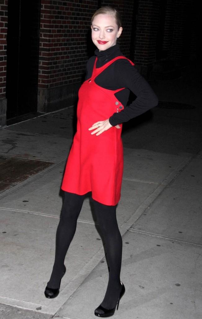 Look de star : la robe rouge flashy d'Amanda Seyfried